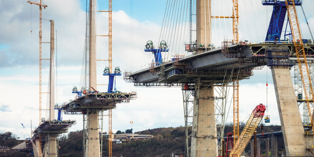 /Bruecke--iStock-construction-of-the-queensferry-crossing-over-the-firth-of-forth-picture-id519524474.jpg